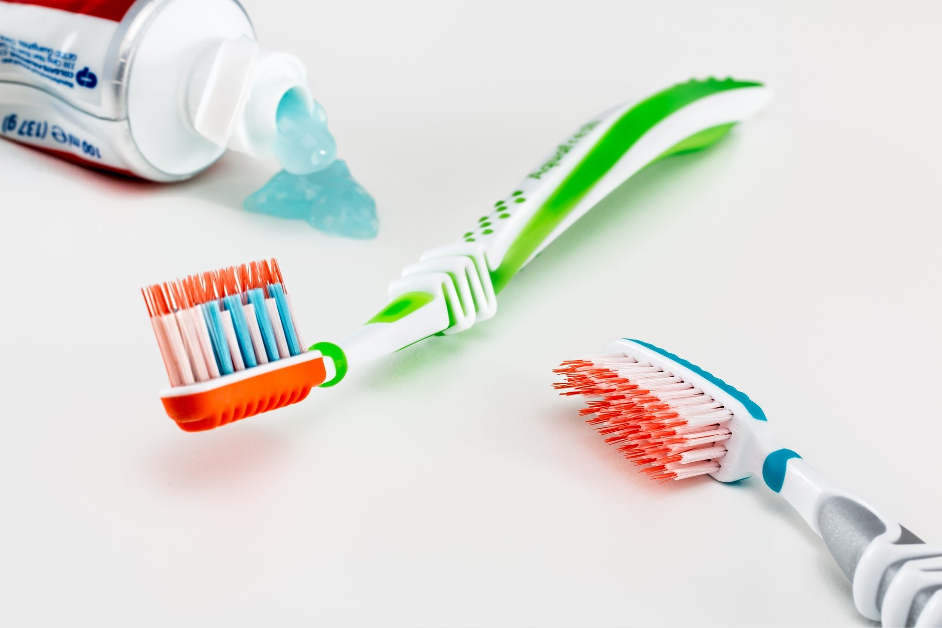 toothbrush-g7642c3f9f_1920